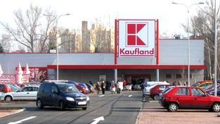 Kromě sankce uložil úřad také nápravná opatření. Podle nich je obchodní řetězec Kaufland povinen odstranit ve svých smlouvách s dodavateli ustanovení o poplatku za postoupení pohledávk
