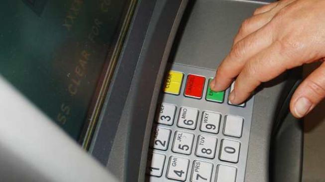 Téměř 15 tisíc klientů si vybralo 80 tisíc korun, což je nejvyšší možný jednorázový výběr hotovosti z bankomatu, Foto:SXC