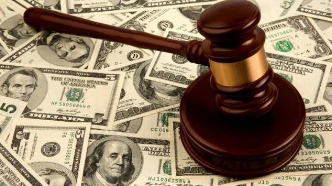 Vláda se rozhodla snížit soudcovské platy v letech 2011 až 2014 o deset procent, Foto:SXC
