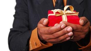Mnoho z dárků, které se objeví pod vánočními stromky, bude pocházet z předvánočních exekučních dražeb, Foto:SXC