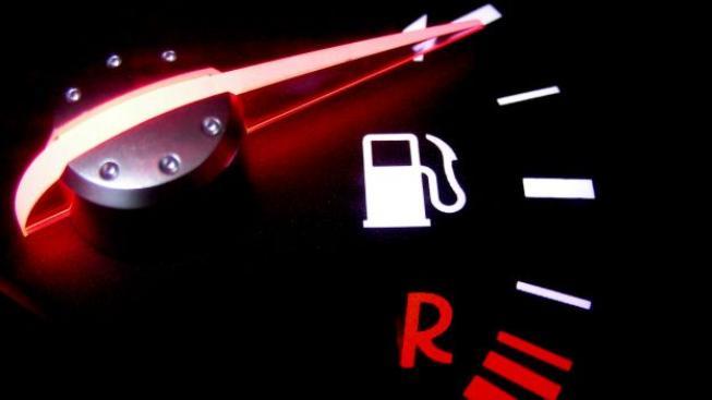 V porovnání se stejným obdobím loňského roku je nejprodávanější druh benzinu dražší o 2,33 Kč, nafta o 2,22 Kč. Foto:SXC