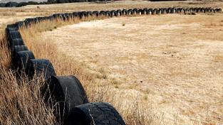 Povinnost opatřit pneumatiky informačními štítky platí pro výrobce už od 1. července 2012. V obchodech se však štítkované pneumatiky povinně objeví až od listopadu tohoto roku, Foto:SXC