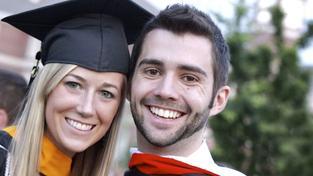 Legislativa nabízí studentům jako řešení vlastní dobrovolné pojištění. Jak? Během studia by si studenti starší 18 let platili dobrovolné důchodové pojištění. Foto:SXC