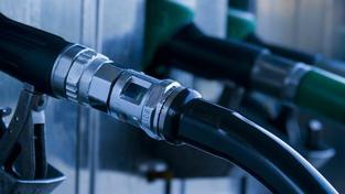Prudký růst cen ropy se v minulém týdnu naplno projevil i na burze v Rotterdamu, kde skokově vzrostly průměrné ceny benzínu a nafty, Foto:SXC