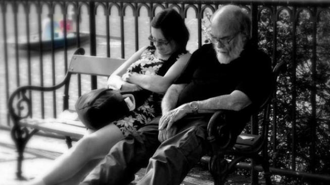 Pro pořádek jen připomeňme, že kdo si penzijní spoření uzavře v roce 2013, nebude mít možnost si po 15 letech vybrat půlku naspořených peněz a nebude mít zaručeno, že roční zhodnocení penzijního připojištění nebude záporné. Foto:Nikol Kuncová (NIXINA)