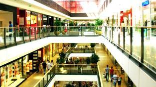 Nejčastější zastoupení mají v rámci nákupních center prodejny módy, oděvů, textilu a módních doplňků. Foto:SXC