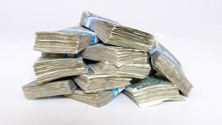 Od roku 1996 už takto stát firmám i lidem prominul daně v objemu 162,4 miliardy korun., Foto:SXC