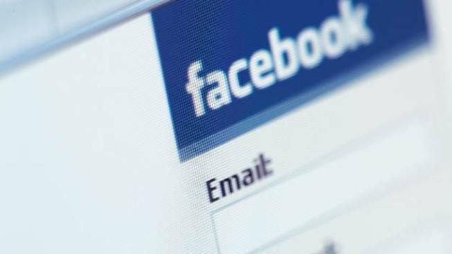 Podle odborníků jde o klasický případ viru zvaného trojský kůň, který se dokáže šířit e-mailem, sociálními sítěmi a prostřednictvím vyměnitelných médií., Foto:Facebook, Text:MED