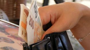 Nejvíce odměn si rozdali pracovníci zejména v odvětví peněžnictví a pojišťovnictví. Tam narostly v posledních třech měsících platy o 24,1 procenta. Foto:SXC