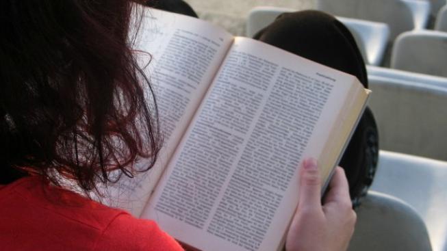 Plné svéprávnosti nabývá člověk dosažením 18 let. Dříve, už od 16. roku ji lze získat jako dnes také sňatkem.  Foto:SXC