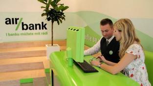 Banka bude úročit vklady do 100 tisíc korun a podmínkou získání výhodného úročení je pět plateb u obchodníka platební kartou během jednoho měsíce. Foto: Air Bank
