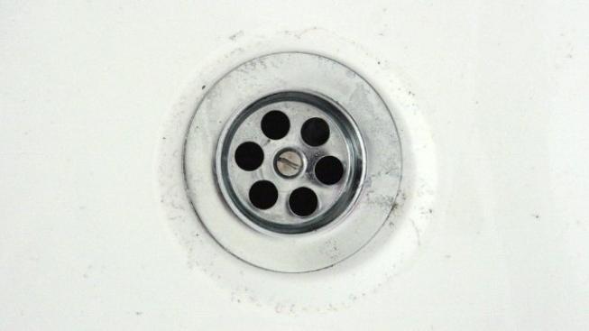 Věnování kanalizačních přípojek majitelům domů se obešlo bez větší pozornosti po celých 10 let. Je snad jen náhodou, že nová povinnost hradit jejich obnovu, je navrhována nyní, kdy je již promlčena možnost zákonem darovaného koně nepřijmout. Foto:SXC