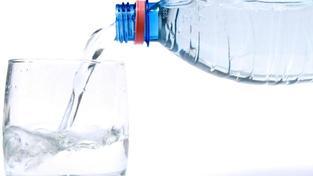 Čím dál více lidí dává přednost kohoutkové vodě před vodou balenou., Foto:SXC, Text:MED