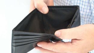 Osobním bankrotem se rozumí řešení úpadku dlužníka – fyzické osoby nepodnikatele, kdy za jeho dluhy nestojí podnikatelská činnost. Oddlužení může být provedeno buď rozprodejem majetku, nebo splátkovým kalendářem. Foto:SXC