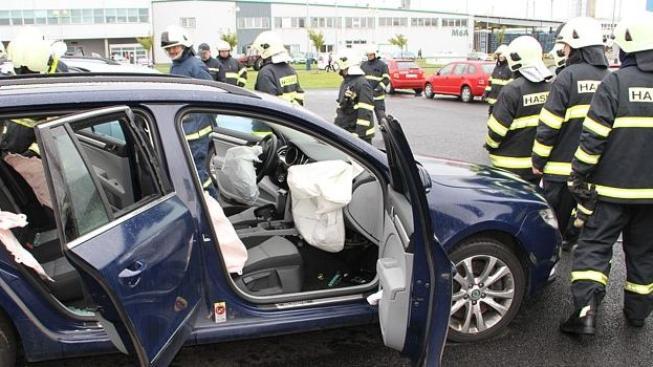 Jeden z největších pojišťovacích ústavů v letech 2009 až 2012 řešila desítky autohavárií se škodou nad pět milionů korun, kdy celková výše pojistného plnění překročila půl miliardy. Foto:MVČR