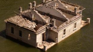 Před rokem 1997, kdy zasáhly povodně zejména Moravu, se ještě ceny domů a pozemků v rizikových oblastech nijak cenově nelišily od ostatních. Následně však pojišťovny vytvořily povodňové mapy, které kupující začali velmi aktivně využívat. To vedlo k zásadn
