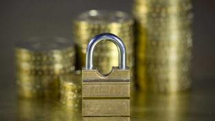 Celková reálná ztráta domácností z držby bankovních vkladů za rok 2012 dosahuje 20,989 mld. Kč. Foto:SXC