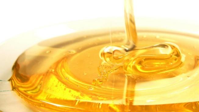 Počasí si letos s včelaři zahrálo krutou hru. Začalo to extrémně dlouhou zimou, kdy včely spotřebovaly veškeré glycidové zásoby v úlech a došlo k velkým úhynům. Čeští včelaři zaznamenali 20 až 50 procent úhynů včelstev. Foto:SXC