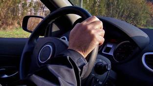 Z průzkumu vyplývá, že nejčastějším opatřením, které řidiči provedou, když je začne přemáhat spánek, je otevření oken, Foto:SXC, Text:MED