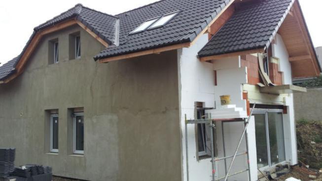Dotace je hlavně určená pro zateplování rodinných domů nebo výměnu zdroje tepla za efektivnější, tedy především výměnu kotle na fosilní paliva (uhlí) například na solární termický systém. Obecně platí, že čím vyšší efektivnost, tím více peněz dostanete. F