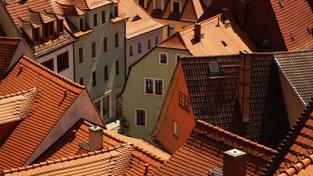 Investici do nemovitostí ohrožují i další specifická rizika, mezi které spadá například pokles cen nemovitostí, výše inflace, pokles příjmů i snížení hustoty obyvatelstva v lokalitě, kde se nemovitost nachází.  Foto:SXC