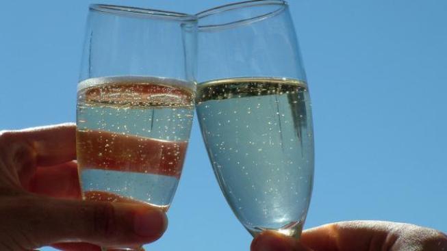 Státní zemědělská a potravinářská inspekce (SZPI) se před Silvestrem zaměřila na kontrolu zahraničních šumivých vín nabízených v českých prodejnách. A výsledky jsou hrozivé! Inspektoři zjistili 11 výrobků, které nevyhověly zákonným požadavkům. Ilustrační