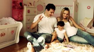 Zvýhodněný úvěr je ve výši 150 tisíc korun a hlavní podmínkou je vlastnictví, případně spoluvlastnictví bytu nebo domu a věk do 36 let. Pokud jsou žadatelé manželé, nesmí přesáhnout danou věkovou hranici alespoň jeden z nich. Foto:SXC