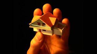 S hypotékou jsou ale spojena nemalá rizika. Stačí drobný výpadek příjmu nebo sled mimořádných výdajů a finanční pohoda se změní v noční můru. Foto:SXC