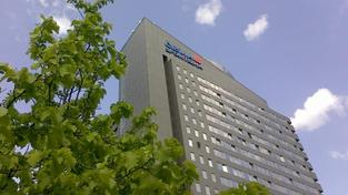 Další, kdo snižuje na několik dnů úrokové sazby u hypoték je Raiffeisenbank, Foto:NašePeníze.cz