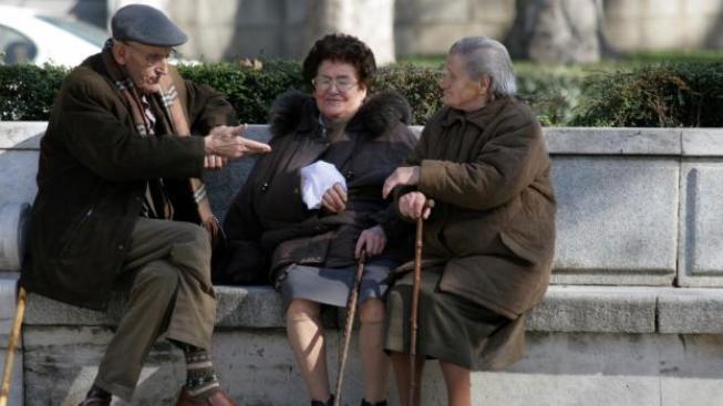 Polovina důchodců má starobní důchod nižší než 10 657 Kč a polovina důchodců má starobní důchod vyšší než 10 657 Kč. Foto:SXC
