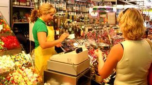 Mnohé obchody se už dnes snaží nabízet více jakostního zboží českého původu než v minulých letech. Podle ministra zemědělství by se ale situace na trhu mohla i dál zlepšovat. Foto:SXC