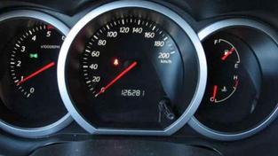 Evropské země včetně České republiky se potýkají s problémem stáčení tachometrů. Koupit si ojeté auto znamená podle odhadů až s 90% pravděpodobností nevědět, kolik má vozidlo skutečně najeto. Foto:SXC