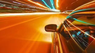 Po novém roce se vám může stát, že při běžné silniční kontrole přijdete i o technické osvědčení svého vozu. Minimálně tedy alespoň dočasně. A za jaké přestupky? Například za nefunkční potkávací nebo brzdová světla, nebo sjeté pneumatiky. Foto:SXC