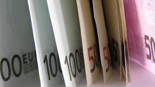 Česká republika dosáhla prvenství ve financování svého dluhu, investoři považují Česko za nejdůvěryhodnějšího dlužníka z celé Evropské unie. Desetiletá půjčka vyjde Česko na 0,46 procenta ročního úroku, Německo je na tom o jednu desetinu hůře. Foto:SXC
