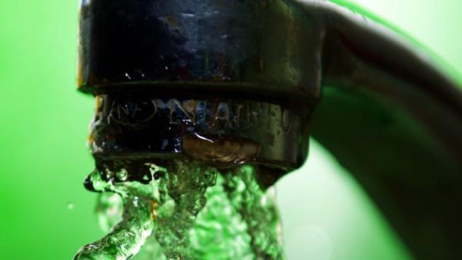 Pakliže výzkum ukázal, že vodou takto nešetří čtvrtina obyvatelstva, tedy cca 2,5 milionu lidí. Nyní už není složité si spočítat, že všichni dohromady vyplýtvají ročně jen na čištění zubů naprosto bez užitku vodu za 4,25 miliardy korun. Foto:SXC