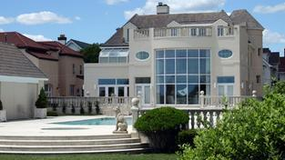 Jak už to většinou bývá zvykem, velmi bohatí lidé si pořizují velmi drahé rezidence. Avšak pravdou zůstává, že jejich veškeré bohatství není situované právě v jejich primárních nemovitostech určených pro život. Foto:SXC