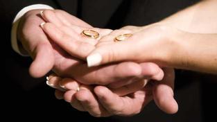 Manželé už spolu dlouho nežijí a najednou jeden z manželů zjistí, že mu někdo zablokoval účet, a ukáže se, že je to kvůli tomu, že druhý manžel nadělal dluhy. Foto:SXC