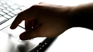 dTest varuje, že vyplněním odpovědního formuláře a jeho podpisem založíte dluh, který už třeba neexistuje nebo dokonce nikdy neexistoval. Foto:SXC, Text: dTest