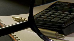 Objem prostředků, které penzista bude potřebovat, závisí na očekávané délce dožití a na hloubce propadu příjmů. Lidé s vyššími příjmy budou na úspory odkázáni více než lidé s nižšími příjmy. Foto:SXC