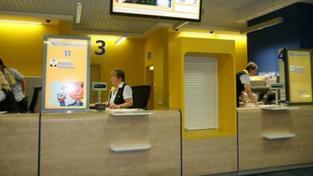 Česká pošta vypsala na konci roku 2014 výběrové řízení na partnera (acquirera), jehož prostřednictvím bude možno platby platebními kartami na poštách realizovat, a následně podepsala smlouvu o spolupráci s ČSOB. Foto: cpost