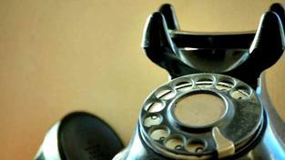 Při nabízení, sjednávání nebo zprostředkování spotřebitelského úvěru prostřednictvím hlasové telefonní komunikace, textové nebo multimediální zprávy nelze použít telefonní číslo pro přístup ke službám s vyjádřenou cenou podle právních předpisů upravujícíc