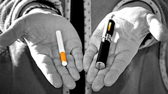 O škodlivých účincích běžných cigaret na zdraví není pochyb, o dopadech elektronických cigaret na zdraví člověka se ale zatím stále diskutuje i v odborných kruzích. Foto:airpuf.com, Text: dTest