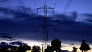 Cena elektřiny roste a poroste dál. Kdo si připlatí?