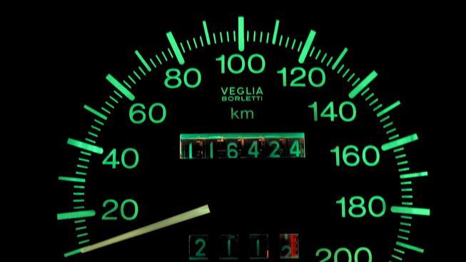 Stáčení tachometrů u aut má své rekordmany. O kolik se stáčí?