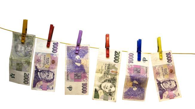 Průměrná mzda se přehoupla přes 30 tisíc. V praze je o 12 tisíc vyšší, než jinde