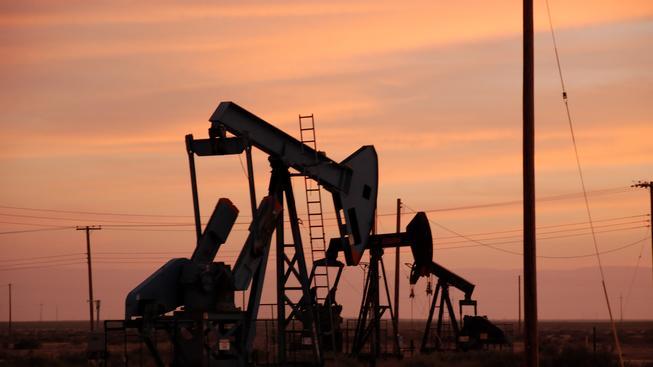 Kolik bude stát ropa a co to udělá s našimi peněženkami