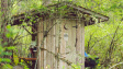Perličky z pojišťovny: Agresivní makak, servírovací vozík a mobil v latríně