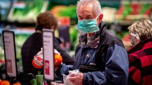Zákon uvádí, že nejméně 55 procent prodaných potravin musí mít český původ. Ilustrační snímek