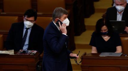 Sněmovna neschválila příspěvek až 370 korun pro lidi v karanténě. Vadily přílepky