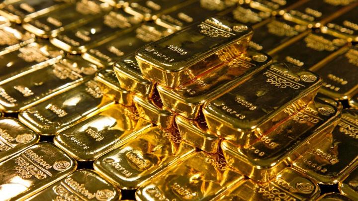 Cena zlata je na měsíčním maximu, pomáhá mu inflace